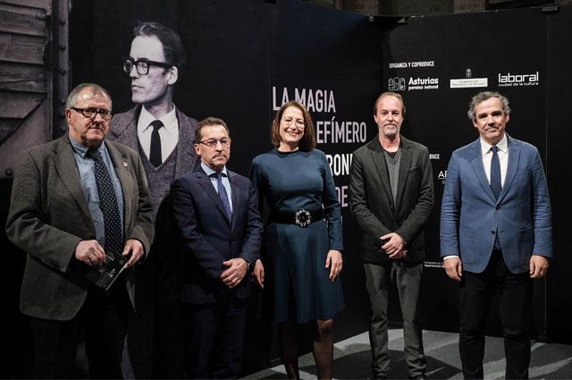 El Gobierno del Principado rinde tributo a Gil Parrondo con la exposición La magia de lo efímero